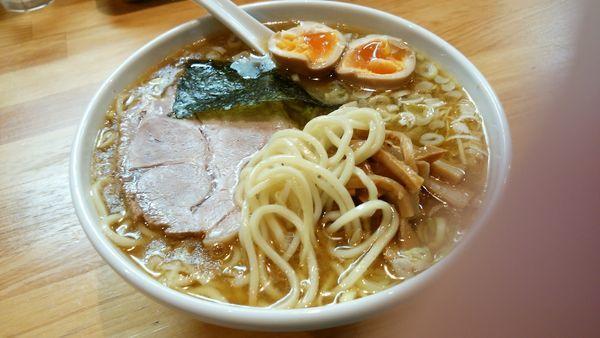 「新塩ラーメン小+煮玉子」@自家製中華そば としおかの写真