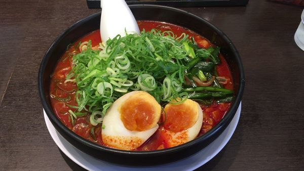 「旨辛麺(4辛 /麺硬め/ネギ多め)853円」@来来亭 小平仲町店の写真