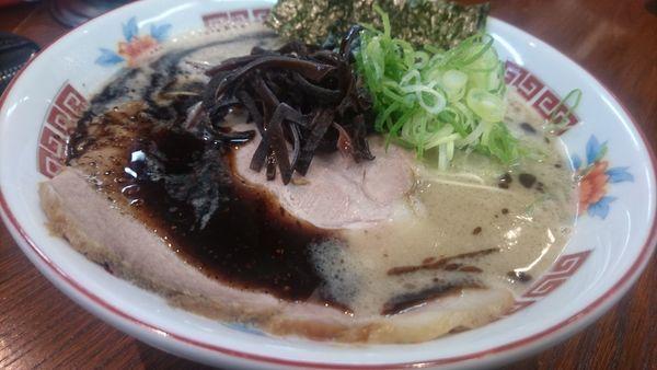 「濃厚ラーメン 黒+キムマヨ丼」@ラーメンかなやの写真