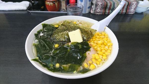 「塩ラーメン+バター+コーン+わかめ」@萬馬軒 諏訪店の写真