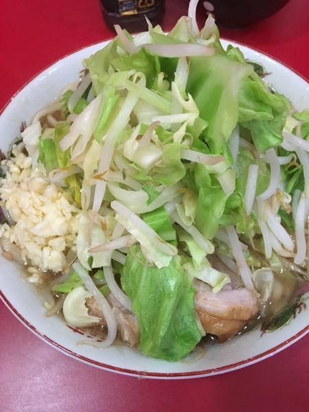 「小ラーメン(ヤサイ、ニンニク)+生卵」@ラーメン二郎 札幌店の写真
