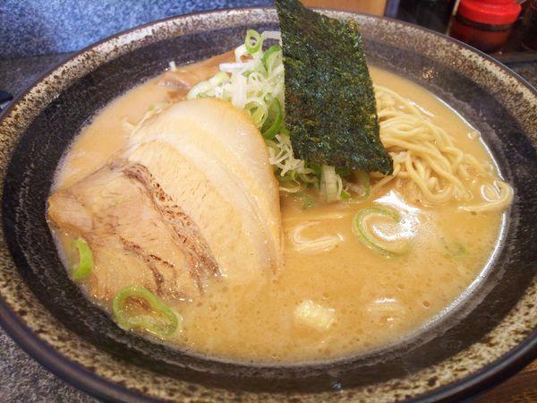 「極 豚骨ラーメン(しょうゆ味)700円ランチサービス麺半玉」@つけめん 美豚 小作店の写真
