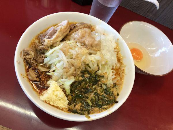 「味噌ラーメン 生たまご、タマネギ、ニラキムチ」@ジラフの写真