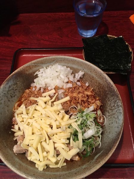 「まぜそばII+チーズ(小麺少なめ)900円」@食処 渓の写真