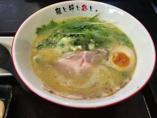 「白鶏塩らーめん780」@麺屋 彩々 昭和町本店の写真