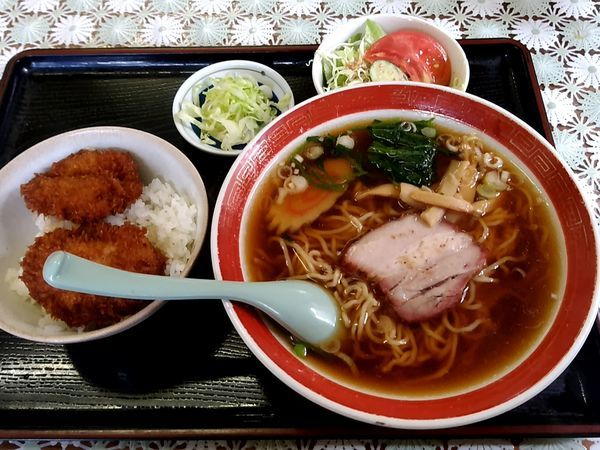 「Cセット(小かつ丼+ラーメン)850円」@清水食堂の写真