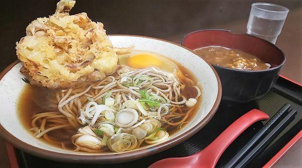 「かき揚げ蕎麦+ミニカレー丼セット+生玉子」@天かめ 江戸川橋店の写真