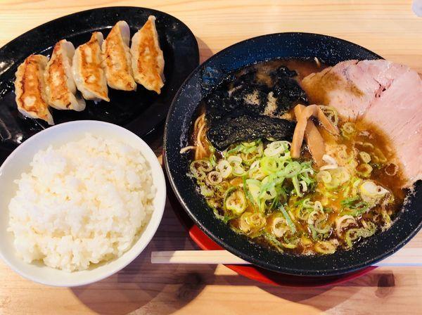 「黒豚骨ラーメン+ランチ餃子セット」@熟成豚骨ラーメン専門 一番軒 今池店の写真