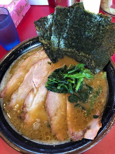 「チャーシュー麺中盛、硬め濃いめ」@家系ラーメン たつ家の写真