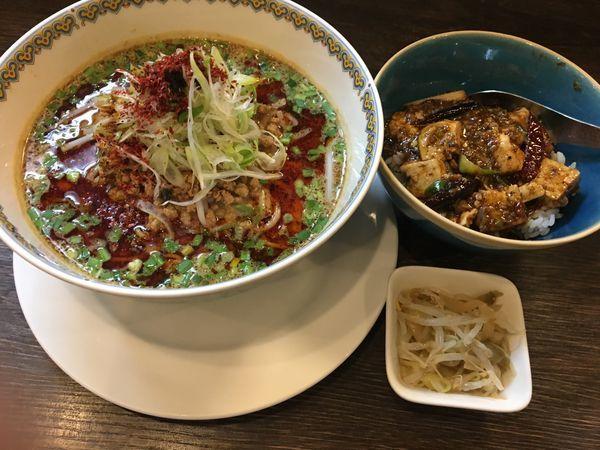 「汁あり担担麺と小麻婆豆腐丼」@雲林坊 秋葉原店の写真