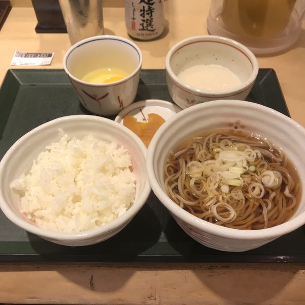 「朝定食(玉子・とろろ)(¥450)」@国産二八蕎麦 蕎香 ecute上野店の写真