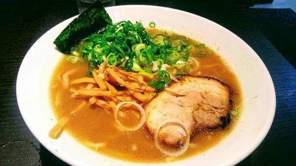 「やりすぎ煮干ラーメン」@とんこつらーめん俺式 純 東京ラーメンストリート店の写真