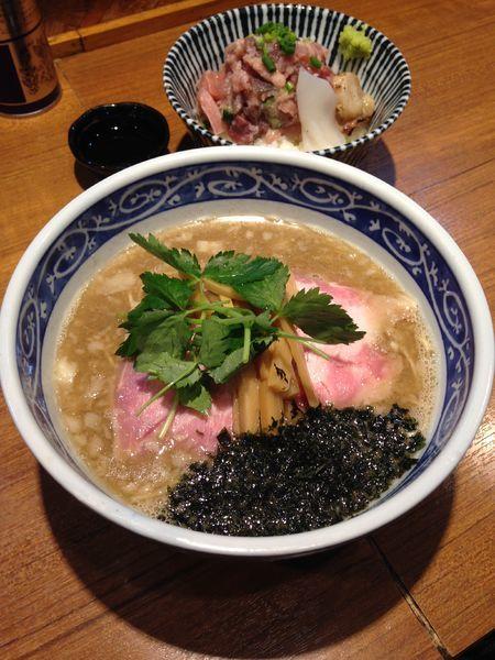 「特級鮪そば850円海鮮丼430円」@寿製麺よしかわ 川越店の写真