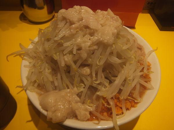 「ラーメン並730円(パンチ玉ニンニク野菜アブラ各ダブル)」@ラーメンパンチの写真