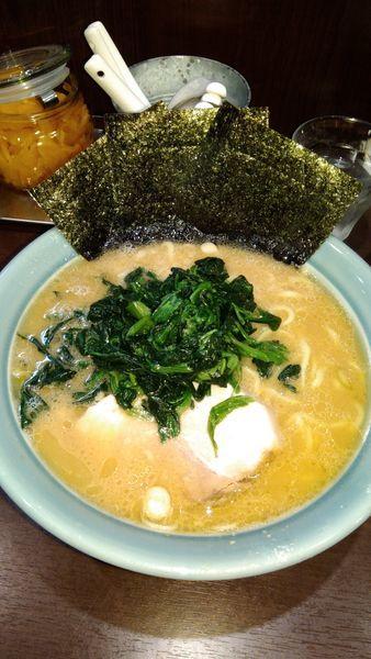 「ラーメン中 ほうれん草追加」@横浜家系らーめん いずみ家の写真