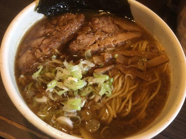 「らーめん750円(細麺、200g)」@あまみ屋の写真