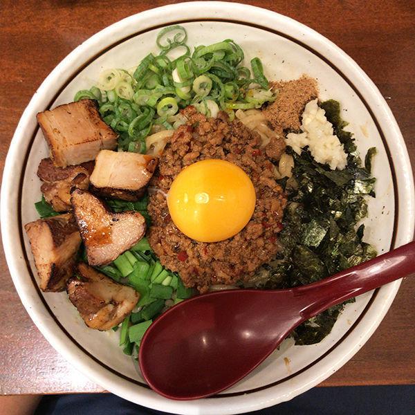 「台湾まぜそば(並200g)+ゴロチャーシュー」@麺屋 やまひで 堺筋本町店の写真