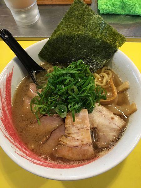「醤油 1番(豚骨)700円 +チャーシュー250円」@らーめん研究所の写真