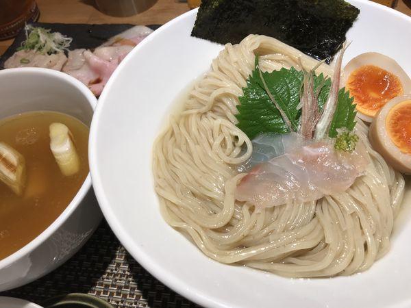 「鯛昆布水つけ麺 塩 味玉 1,400円 チャーシュー300円」@生粋 花のれんの写真