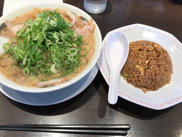 「チャーシュー麺のチャーハン定食1,069円」@来来亭 鴻巣店の写真