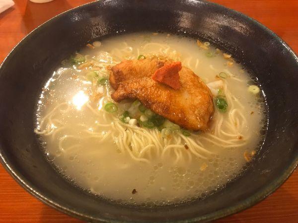 「軍鶏水炊きらーめん 鶏だし炊き込みご飯半分」@鳥料理 有明の写真