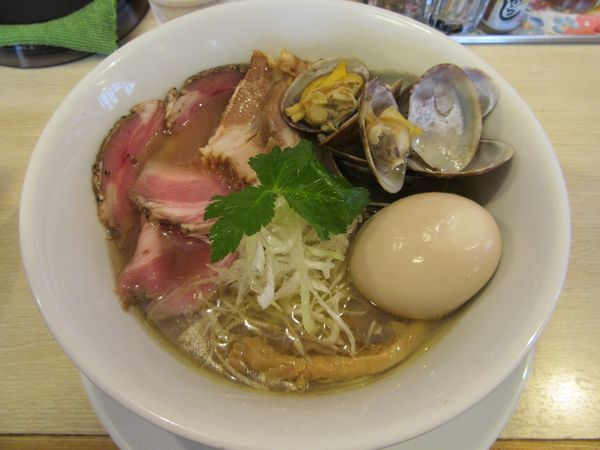 「限定 浅利そば塩(850円)+チャーシュー+味玉」@麺屋壱心の写真