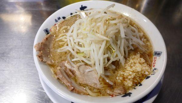 「らーめん並 生麺200g¥680/にんにく¥0」@らーめん大 竹ノ塚店の写真