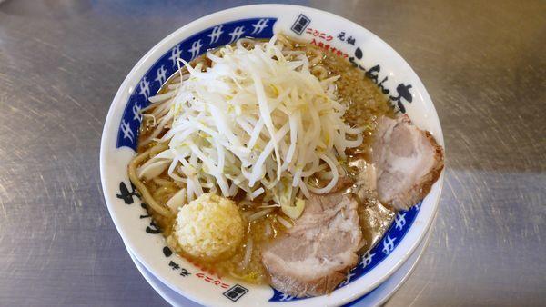 「らーめん(並)生麺200g¥680/にんにく¥0」@らーめん大 池袋店の写真