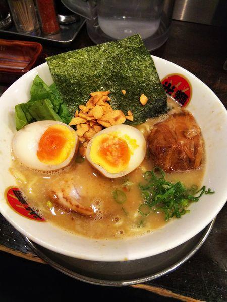 「全部のせ熟成豚骨ラーメン」@光麺 原宿店の写真