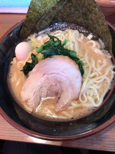「豚骨醤油ラーメン(700円)」@横浜家系ラーメン 一刀家 茅場町店の写真