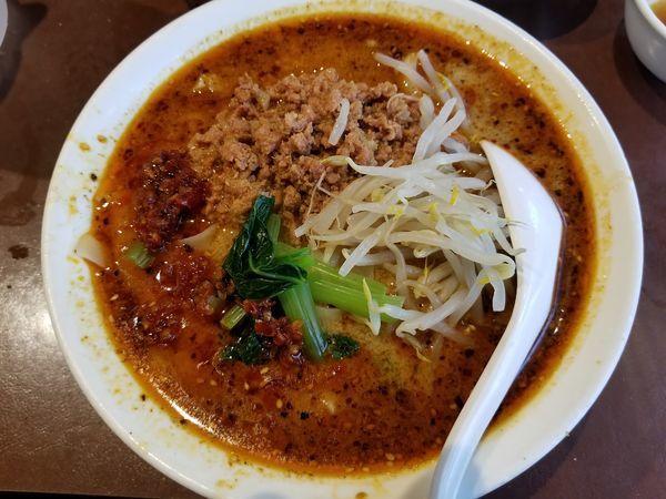 「麻辣刀削麺(中辛)・特盛」@陳家私菜 新宿店の写真