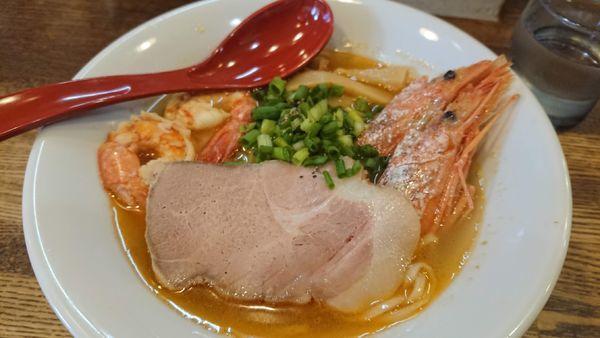 「鯛煮干し出汁追いかけ海老頭潮澄ましそば」@らあめん 寸八 総本店の写真