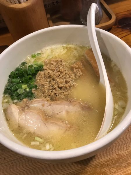 「白湯らーめん + 鶏めし」@鶏の穴の写真