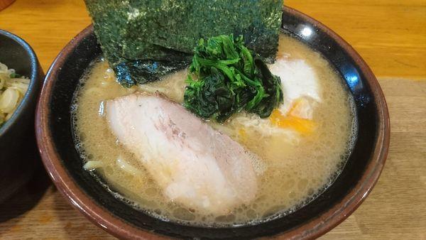 「とき卵ラーメン+ねぎご飯」@ラーメン 大山家の写真