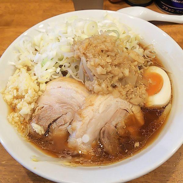 「【昼限定】豚道場ブラックラーメン麺少なめアブラニンニク」@麺屋 豚道場の写真