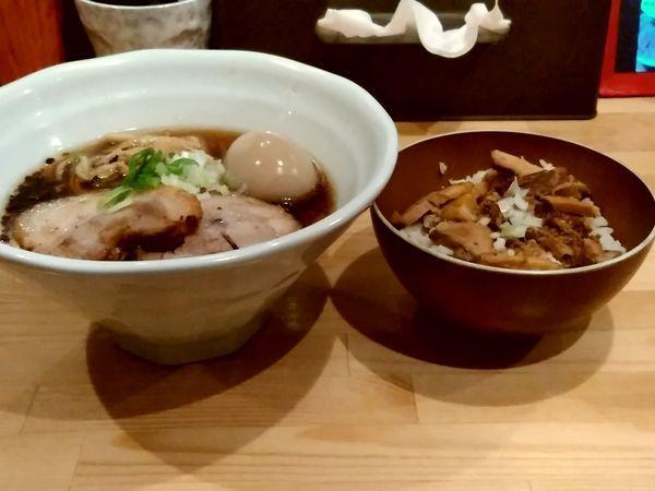 「端麗醤油山賊麺(並盛・130g)750円+肉飯300円」@上州山賊麺 大大坊の写真
