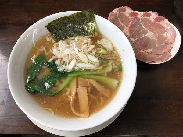「白醤油燻製チャーシュー麺」@手作りらーめん 白雪姫の写真
