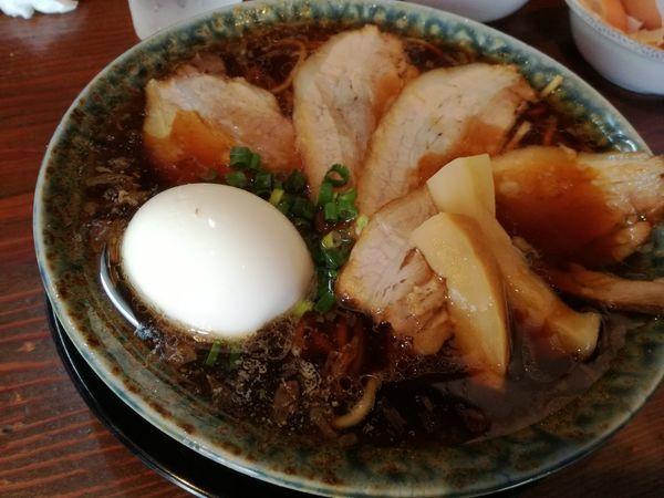「熟成醤油ラーメン+チャーシュー」@古式ラーメン 鶴亀の写真
