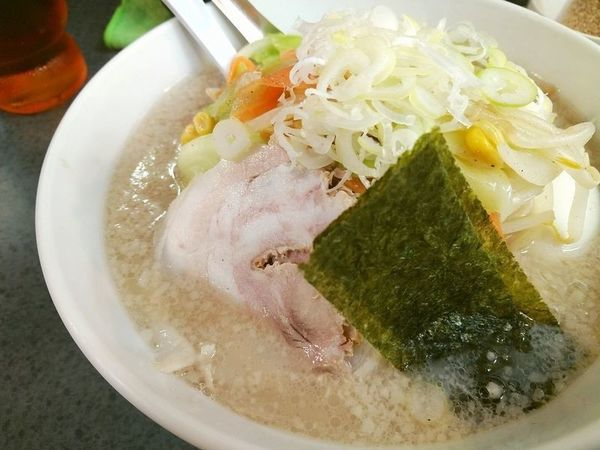 「ハッスル野菜塩ラーメン+半熟味玉」@ハッスルラーメンホンマ 亀戸本店の写真