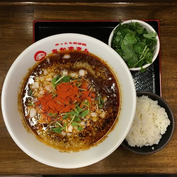 「背脂咖哩麻婆麺(3辛)+半ライス+パクチー」@辛っとろ麻婆麺 あかずきん 蒲田店の写真