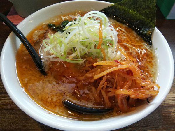 「とん赤 :細麺 (大盛り) +辛モヤシ:サービス」@信州麺屋 とんずらの写真