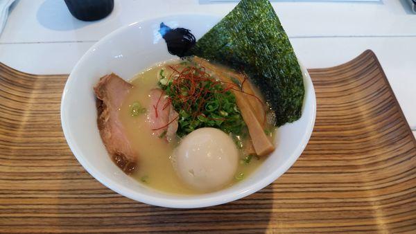 「濃厚鶏白湯」@麺心 風見鶏の写真