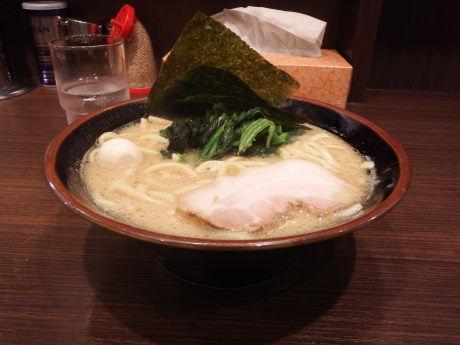 「とんこつ醤油ラーメン」@横浜家系ラーメン 百家の写真