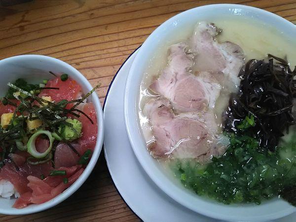 「とんこつラーメン+まぐろ丼¥950」@すがいの写真