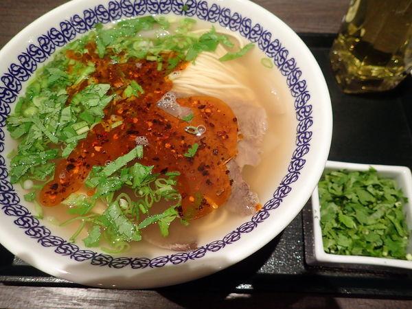 「蘭州牛肉面・細麺+パクチー大盛」@馬子禄 牛肉面の写真