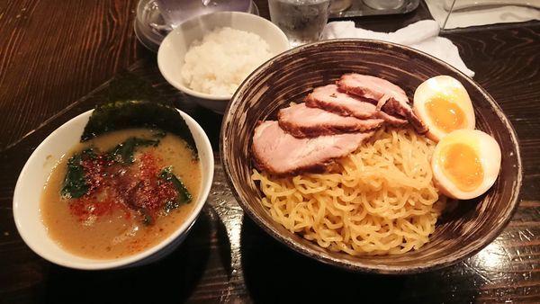 「つけ麺ちゃーしゅう4枚 1100円 + 半ライス」@天虎の写真