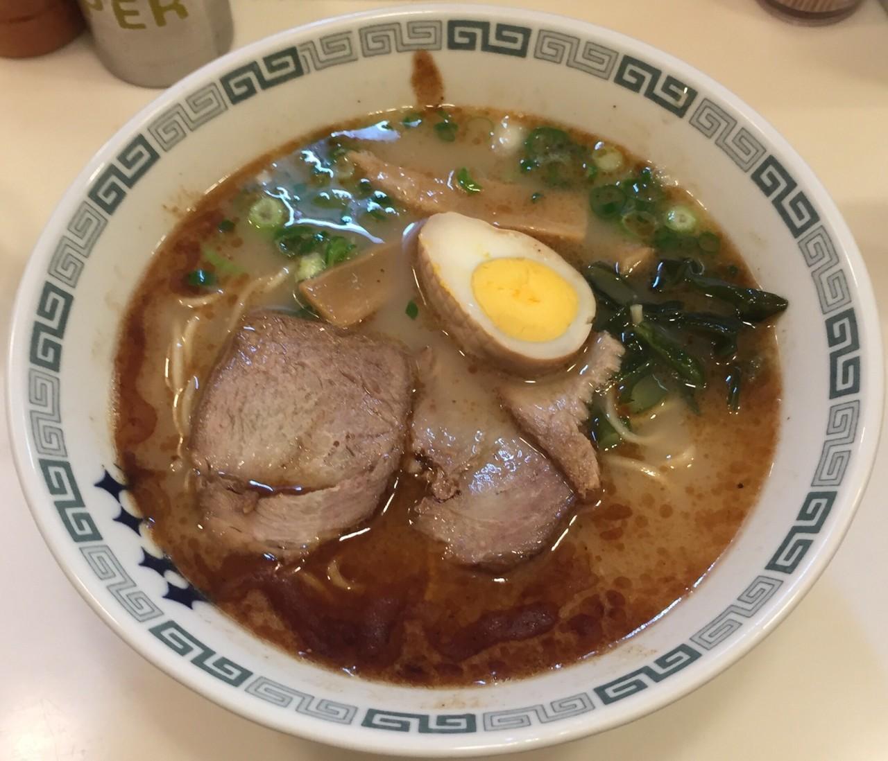 新宿駅周辺で食べるべきこってりラーメン10選!濃厚豚骨に二郎系、あの有名店も!
