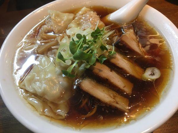 「チャーシュウ肉わんたんそば黒」@中華そば カリフォルニアの写真