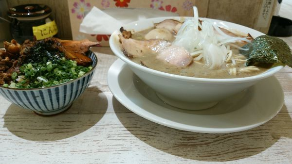 「特濃煮干しソバ味玉+ミニチャーシュー丼」@麺garage 肉ヲ見ルの写真