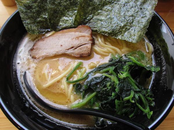 「豚骨醤油ラーメン 「710円」」@家系らーめん 阿部家の写真
